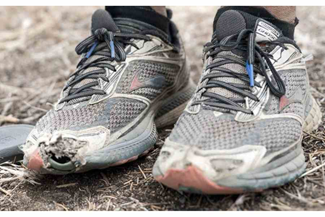 Oude schoenen voor de roparun